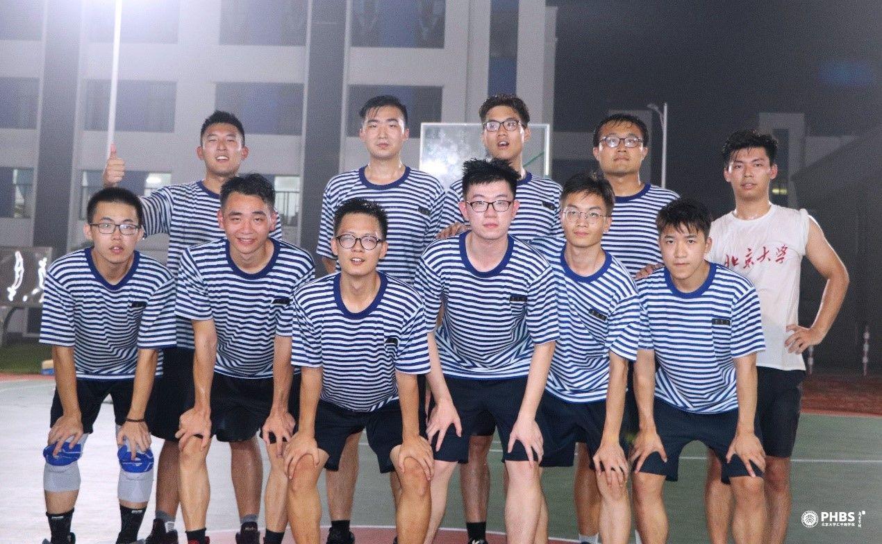拼搏:全力以赴,勇攀高峰——记北大汇丰商学院国防教育营篮球友谊赛